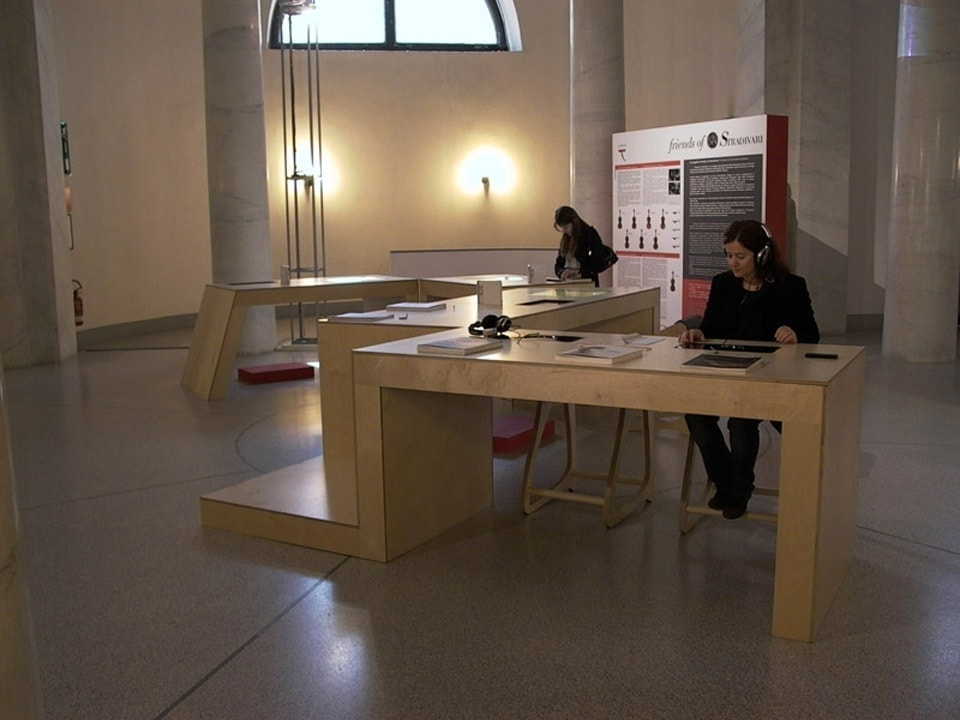 bianchini-e-lusiardi-architects-design-multimedia-table-ph-3-2010