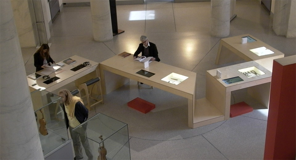 bianchini-e-lusiardi-architects-design-multimedia-table-ph-alto-2010