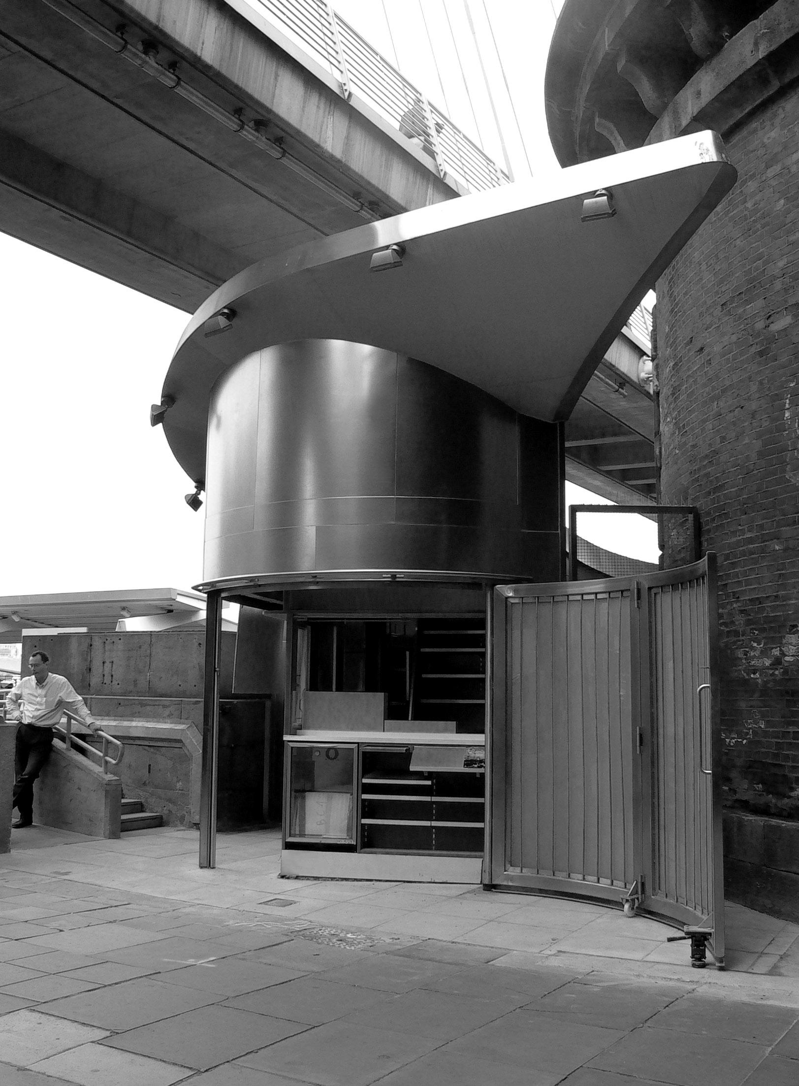 Bianchini-e-Lusiardi-associati-Cleopatra-s-kiosk-London-July-2007-works-in-progress-bn